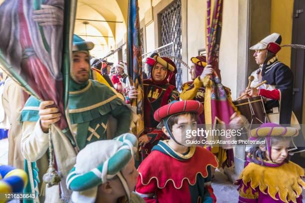 giostra del saracino (saracen joust),appearing of the historical the procession - sportturnier runde stock-fotos und bilder