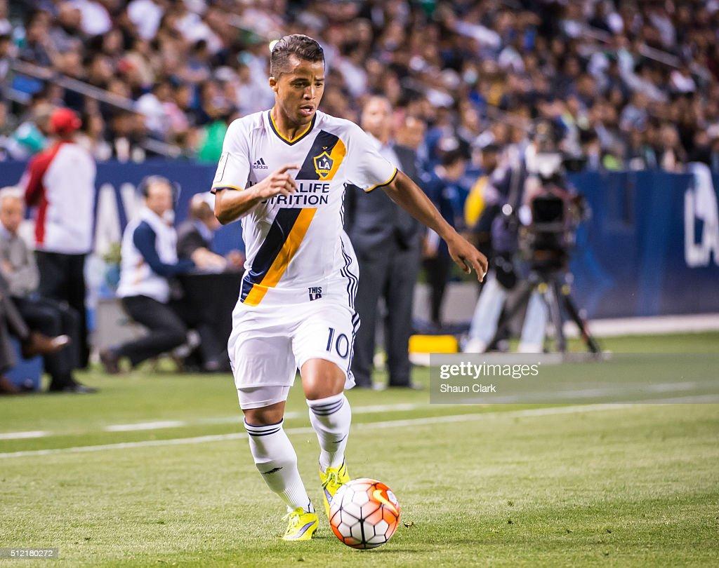 Santos Laguna v Los Angeles Galaxy - CONCACAF Champions League: Quarterfinals : News Photo