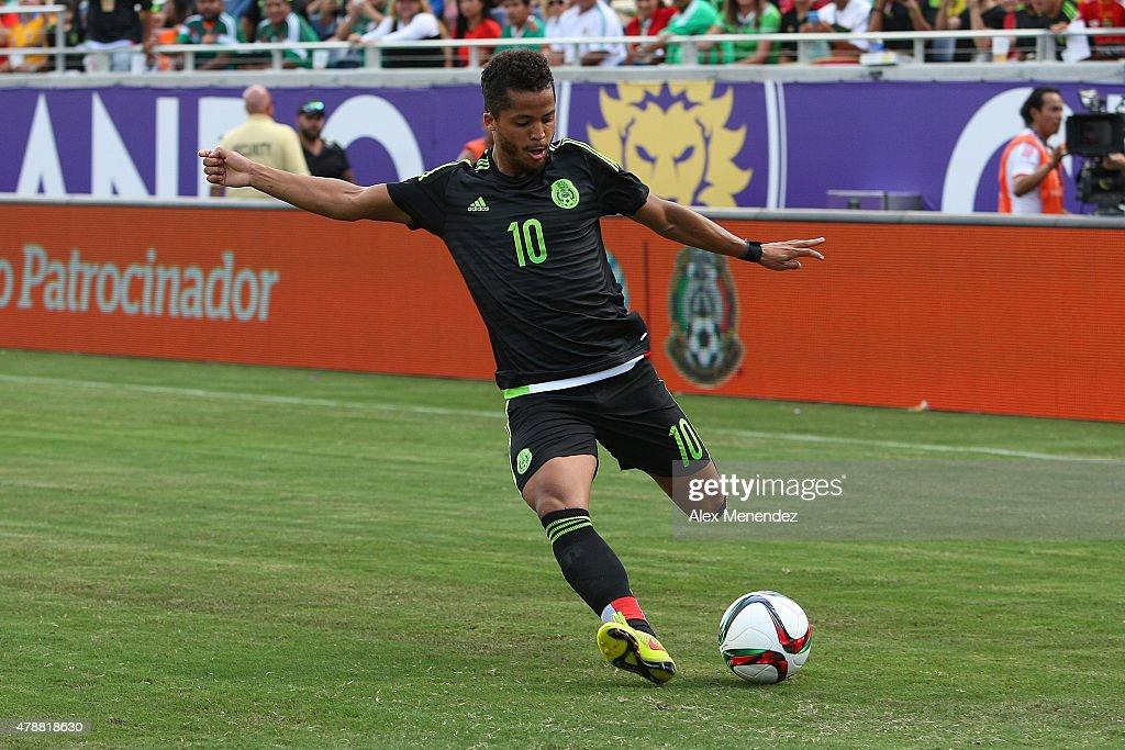 Mexico v Costa Rica : News Photo