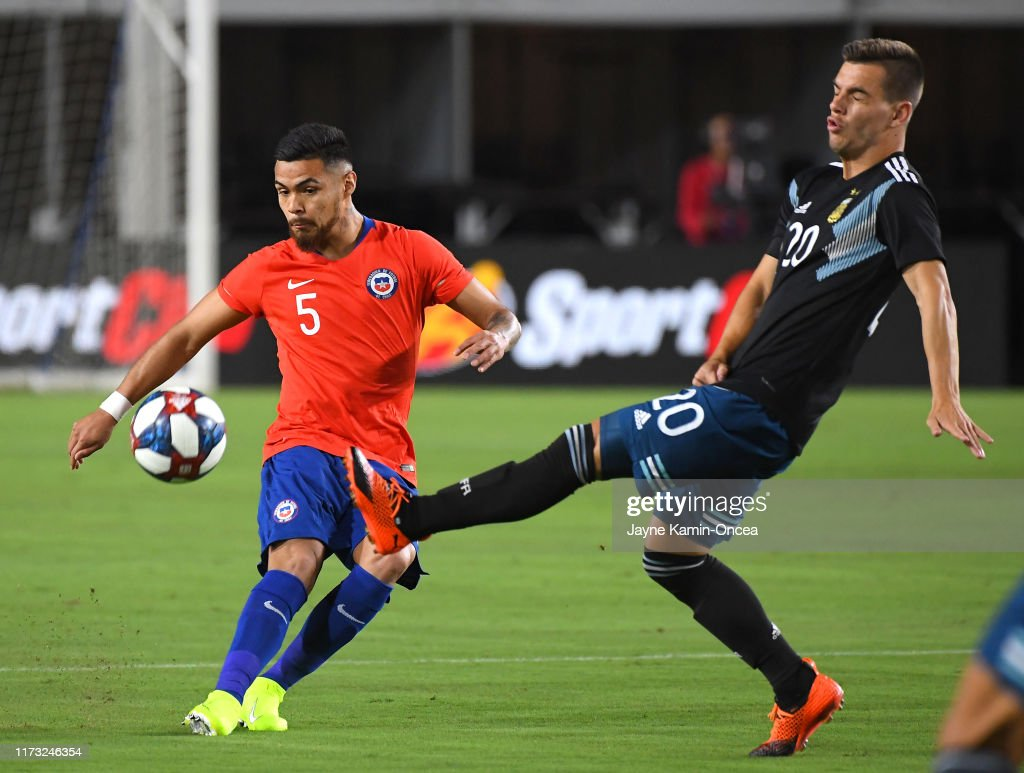 Argentina v Chile : News Photo