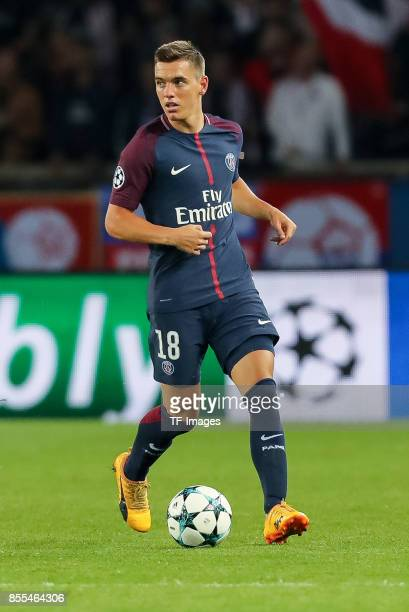 Giovani Lo Celso of Paris SaintGermain controls the ball during the UEFA Champions League group B match between Paris SaintGermain of Paris...
