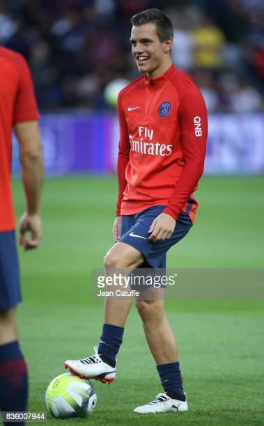 Giovani Lo Celso of PSG warms up before the French Ligue 1 match between Paris Saint Germain and Toulouse FC at Parc des Princes on August 20 2017 in...