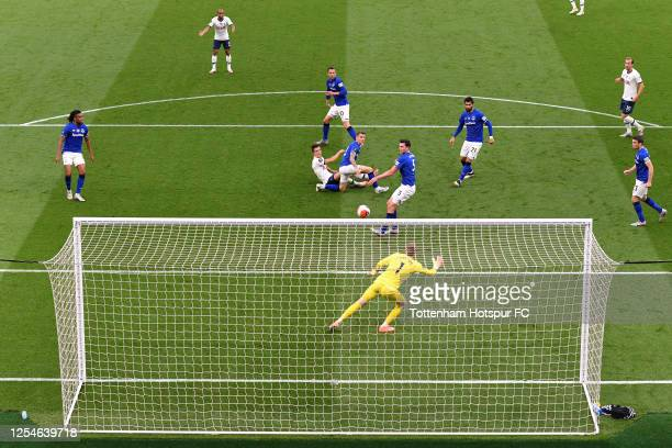 Giovani Lo Celso of Tottenham Hotspur scores his teams first goal past Jordan Pickford of Everton during the Premier League match between Tottenham...