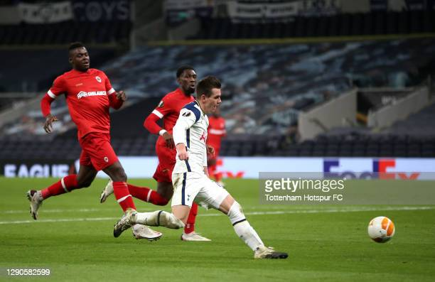 Giovani Lo Celso of Tottenham Hotspur scores their team's second goal during the UEFA Europa League Group J stage match between Tottenham Hotspur and...
