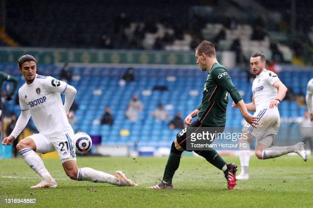 Giovani Lo Celso of Tottenham Hotspur shoots whilst under pressure from Pascal Struijk of Leeds United during the Premier League match between Leeds...