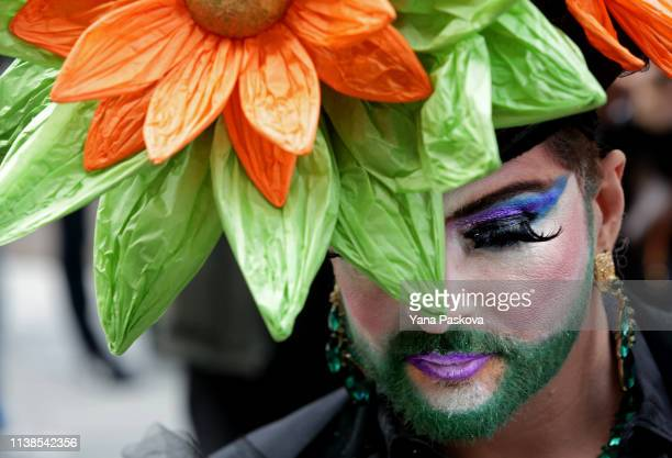 Giovanka De Medici wears a flower hat in Midtown East for the annual Easter Parade on April 21 2019 in New York City Each year New Yorkers put on...