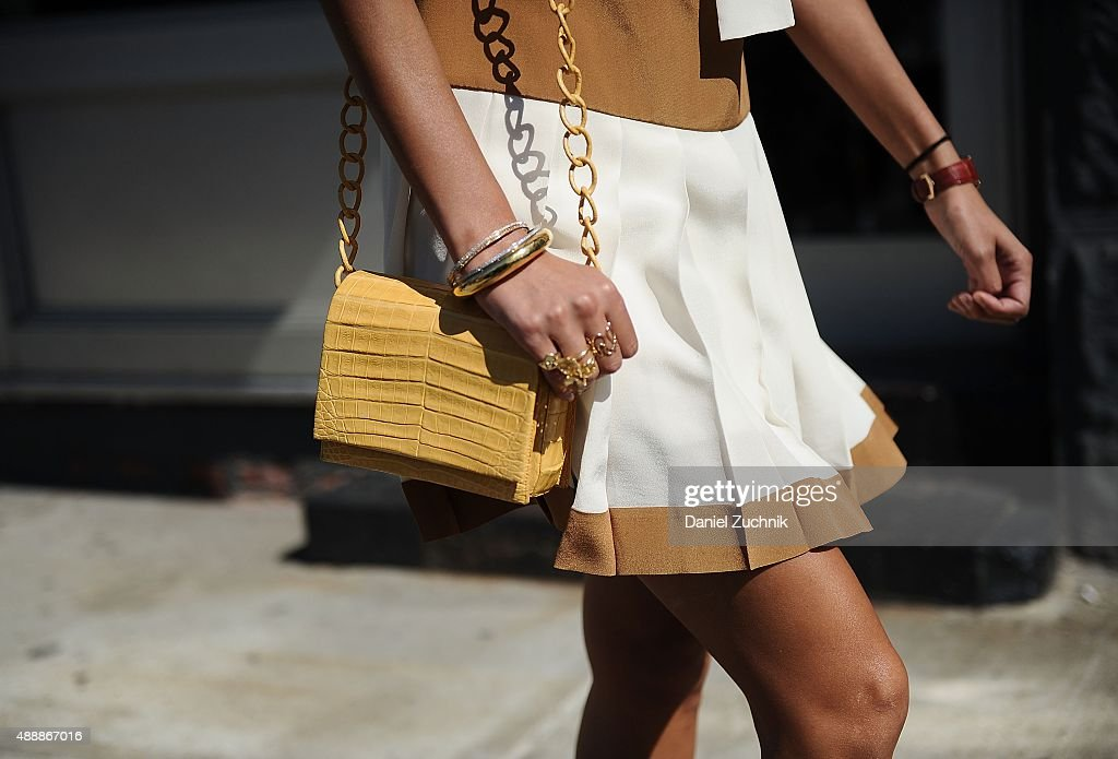 Street Style - Spring 2016 New York Fashion Week : News Photo
