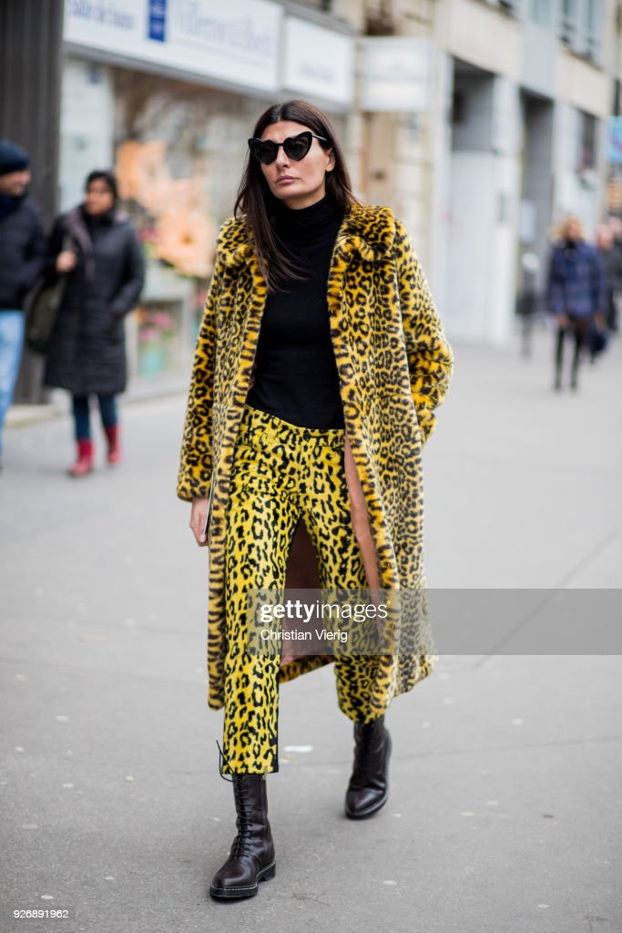 Street Style : Paris Fashion Week Womenswear Fall/Winter 2018/2019 : Day Six : Fotografía de noticias