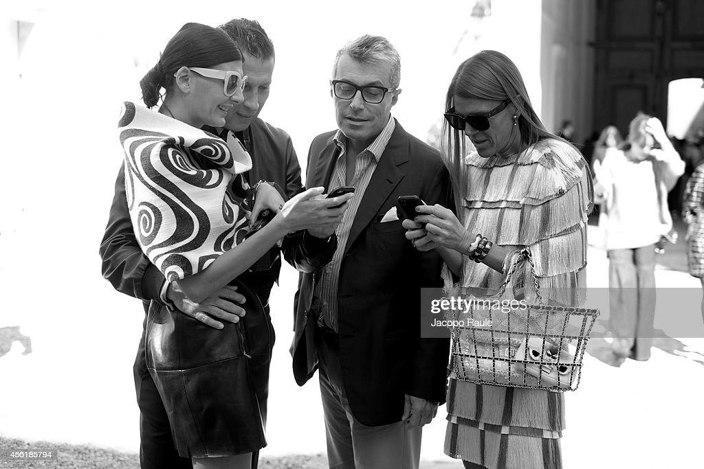 Giovanna Battaglia, Stefano Tonchi, Giorgio Guidotti and Anna Dello Russo Attend the Viktor & Rolf show as part of the Paris Fashion Week Womenswear Spring/Summer 2015 on September 27, 2014 in Paris, France.