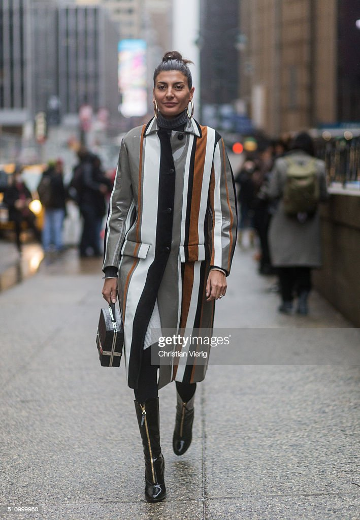 Street Style - Day 6 - New York Fashion Week: Women's Fall/Winter 2016 : News Photo