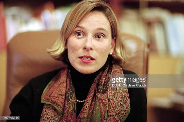 Giovanna Melandri Minister Of Cultural Delegate For Sport. Italie, novembre 1998, portrait de la femme politique italienne Giovanna MELANDRI, dans...