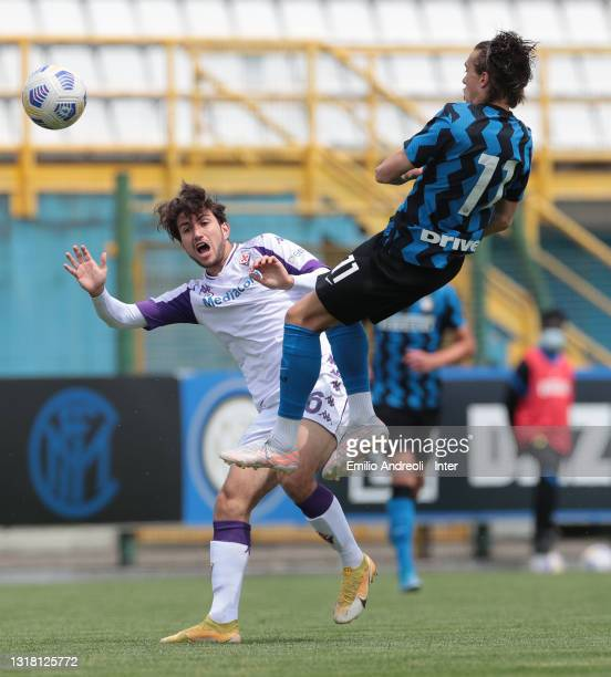 Giovanni Corradini of ACF Fiorentina U19 battles for the ball with David Wieser of FC Internazionale U19 during the Primavera 1 TIM match between FC...