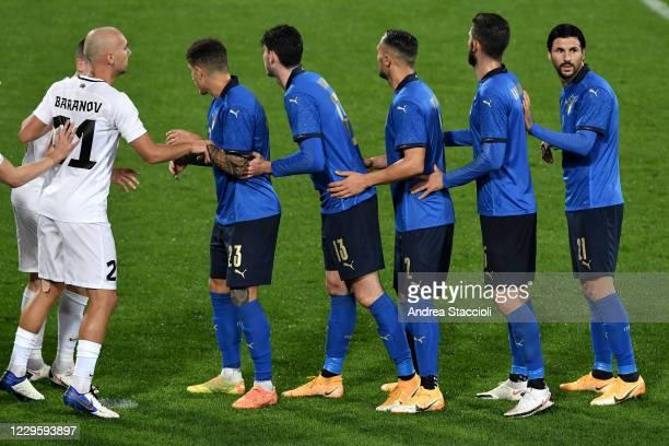 Giovanni Di Lorenzo, Alessandro Bastoni, Danilo DAmbrosio, Roberto Gagliardini and Roberto Soriano of Italy prepare to receive a corner kick during...