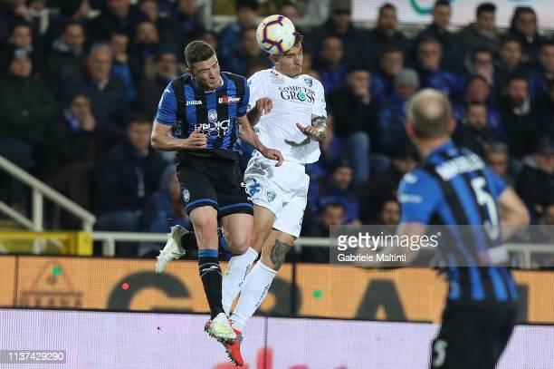 Giovanni Di Lorenzo of Empoli FC in action against Robin Gosens of Atalanta BC during the Serie A match between Atalanta BC and Empoli at Stadio...