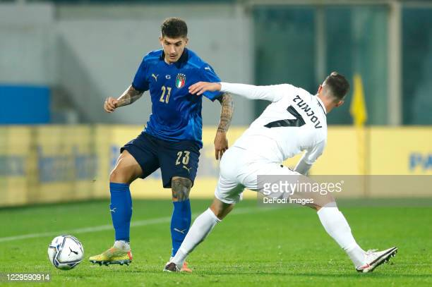 Giovanni Di Lorenzo of Italy controls the ball during the International Friendly match between Italy and Estonia at Stadio Artemio Franchi on...