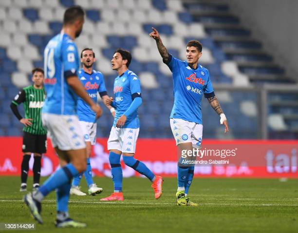 Giovanni Di Lorenzo of SSC Napoli celebrates after scoring their side's second goal during the Serie A match between US Sassuolo and SSC Napoli at...