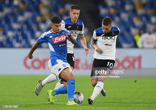 Giovanni Di Lorenzo of SSC Napoli vies with Alejandro Gomez of Atalanta BC during the Serie A match between SSC Napoli and Atalanta BC at Stadio San...
