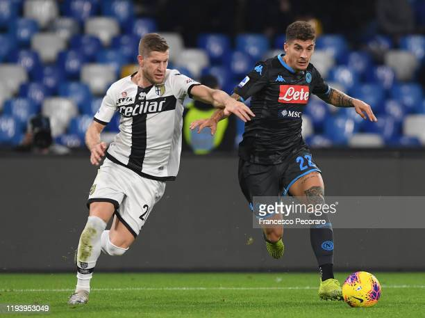 Giovanni Di Lorenzo of SSC Napoli vies with Riccardo Gagliolo of Parma Calcio during the Serie A match between SSC Napoli and Parma Calcio at Stadio...