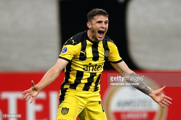 Giovanni González of Peñarol celebrates after scoring the first goal of his team during a match between Corinthians and Peñarol as part of Group E of...