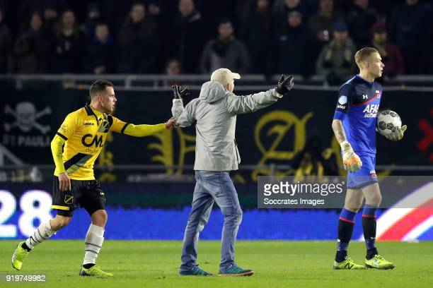 Giovanni Korte of NAC Breda supporter on the field Marco Bizot of AZ Alkmaar during the Dutch Eredivisie match between NAC Breda v AZ Alkmaar at the...