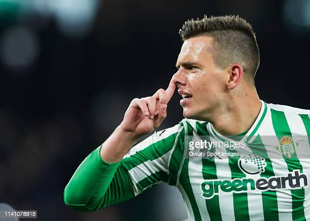 Giovanni Lo Celso of Real Betis celebrates scoring his team's second goal during the La Liga match between Real Betis Balompie and Villarreal CF at...