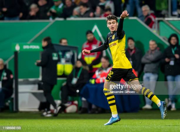 Giovanni Reyna of Borussia Dortmund celebrates his goal to the 32 during the DFB Cup match between SV Werder Bremen and Borussia Dortmund at the...