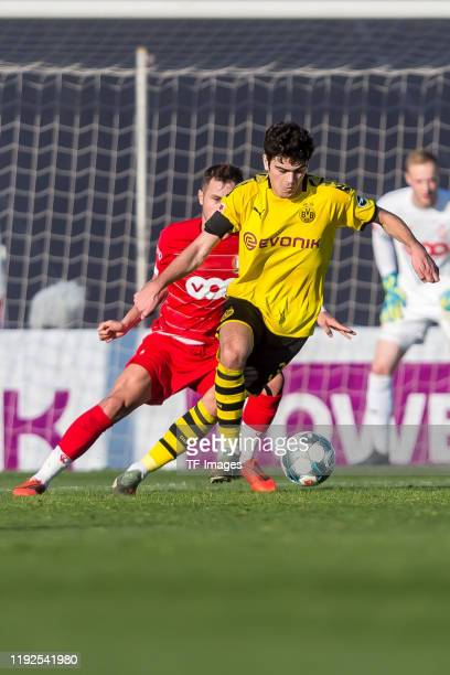 Giovanni Reyna of Borussia Dortmund controls the ball during a friendly match between Borussia Dortmund and Standard Liege on January 7 2020 in...
