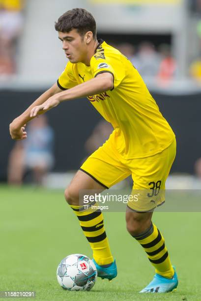 Giovanni Reyna of Borussia Dortmund controls the ball during the preseason friendly match between Udinese Calcio and Borussia Dortmund at Cashpoint...