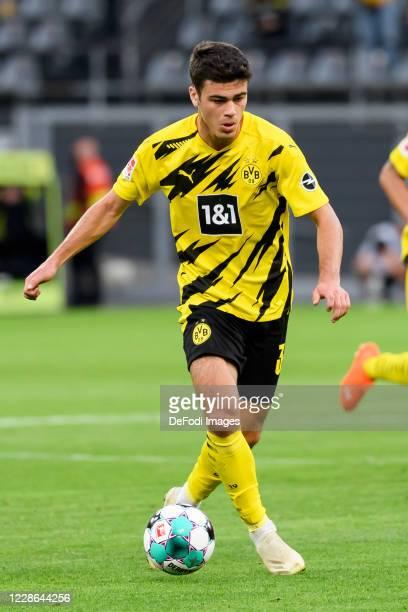Giovanni Reyna of Borussia Dortmund controls the ball during the Bundesliga match between Borussia Dortmund and Borussia Moenchengladbach at Signal...