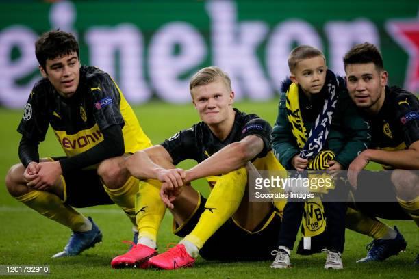 Giovanni Reyna of Borussia Dortmund Erling Braut Haaland of Borussia Dortmund Raphael Guerreiro of Borussia Dortmund with his son during the UEFA...