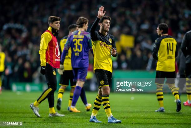 Giovanni Reyna of Borussia Dortmund gestures after the final whistle during the DFB Cup match between SV Werder Bremen and Borussia Dortmund at the...