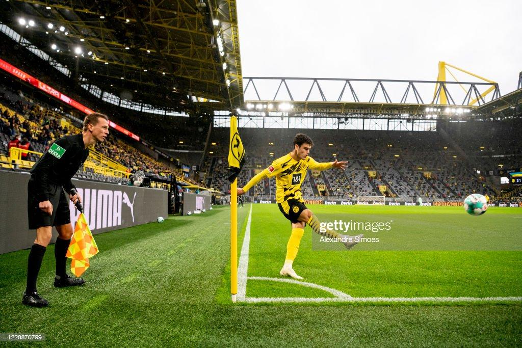 Borussia Dortmund v Sport-Club Freiburg - Bundesliga : Photo d'actualité