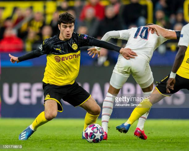 Giovanni Reyna of Borussia Dortmund in action during the UEFA Champions League match between Borussia Dortmund and Paris SG at the Signal Iduna Park...