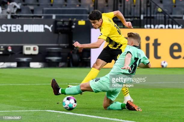 Giovanni Reyna of Borussia Dortmund scores his team's first goal during the Bundesliga match between Borussia Dortmund and Borussia Moenchengladbach...