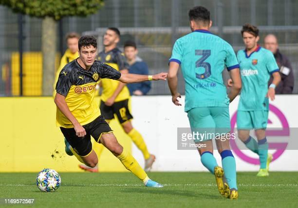 Giovanni Reyna of Borussia Dortmund U19 controls the ball during the UEFA Youth League match between Borussia Dortmund U19 and FC Barcelona U19 on...