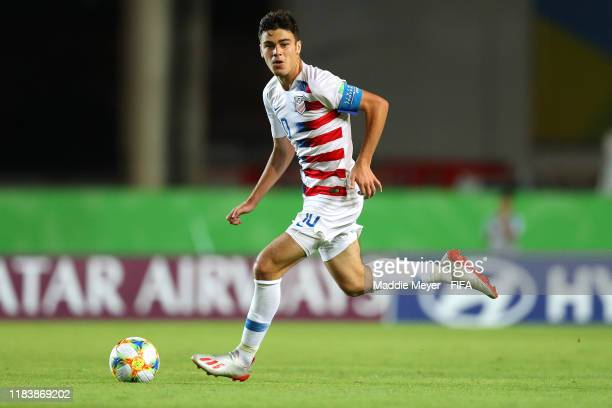 Giovanni Reyna of United States dribbles downfield during the Group D Match between USA and Senegal in the FIFA U17 World Cup Brazil 2019 at Estádio...