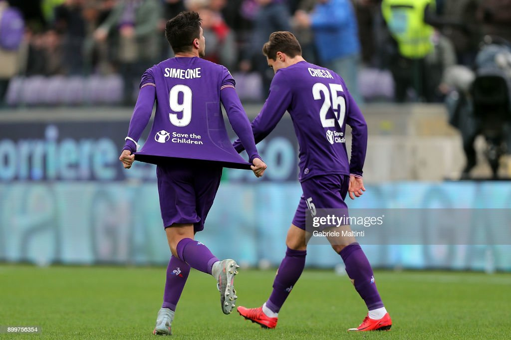 Giovanni Simeone of ACF Fiorentina celebrates after scoring a goal during the serie A match between ACF Fiorentina and AC Milan at Stadio Artemio Franchi on December 30, 2017 in Florence, Italy.