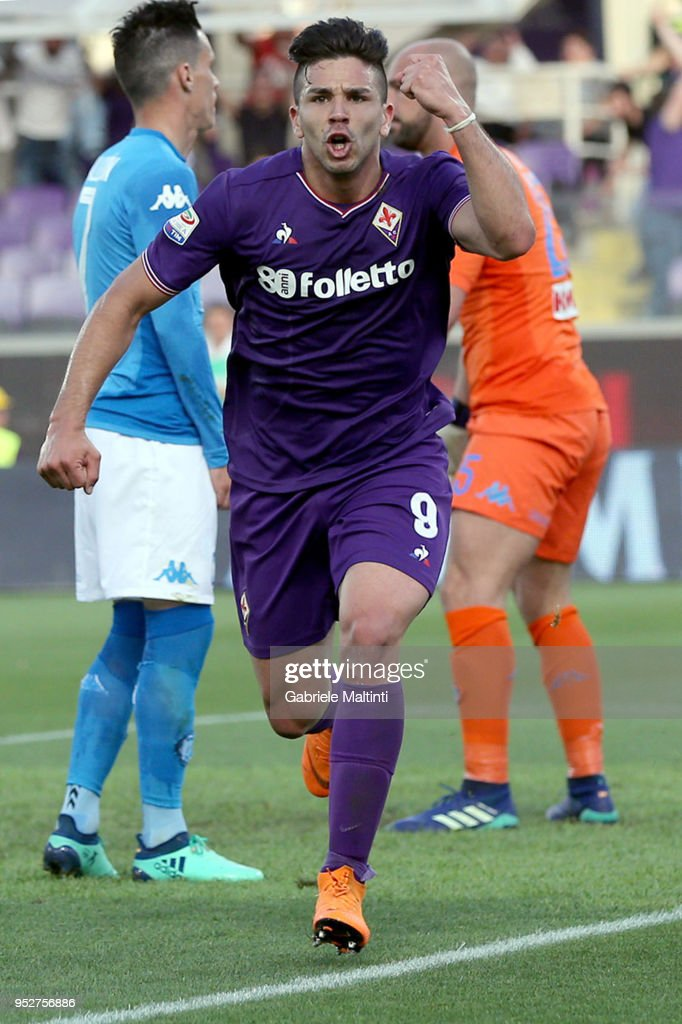 Giovanni Simeone of ACF Fiorentina celebrates after scoring a goal during the serie A match between ACF Fiorentina and SSC Napoli at Stadio Artemio Franchi on April 29, 2018 in Florence, Italy.