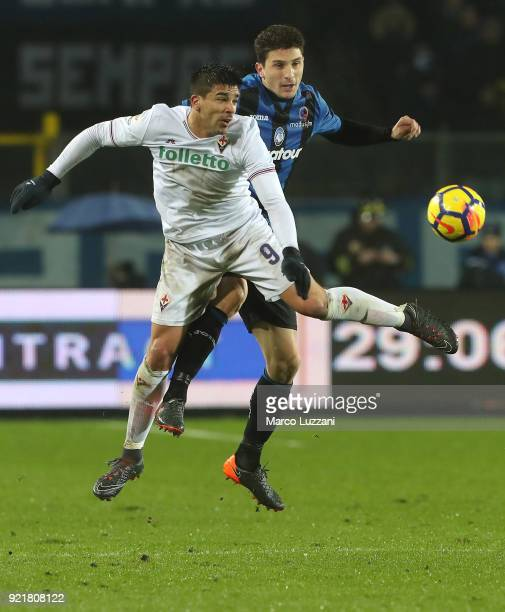 Giovanni Simeone of ACF Fiorentina competes for the ball with Mattia Caldara of Atalanta BC during the serie A match between Atalanta BC and ACF...