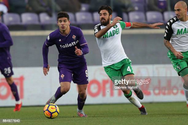 Giovanni Simeone of ACF Fiorentina in action during the Serie A match between ACF Fiorentina and US Sassuolo at Stadio Artemio Franchi on December 3...