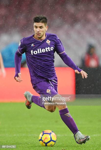 Giovanni Simeone of ACF Fiorentina in action during the Serie A match between SSC Napoli and ACF Fiorentina at Stadio San Paolo on December 10 2017...