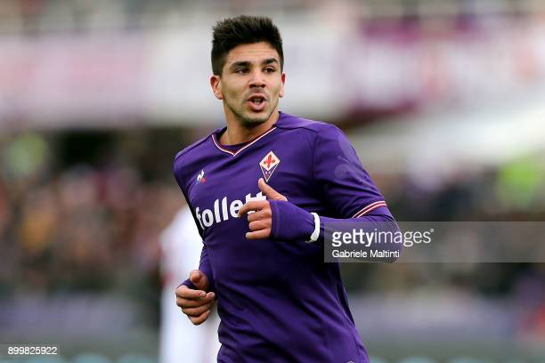 Giovanni Simeone of ACF Fiorentina in action during the serie A match between ACF Fiorentina and AC Milan at Stadio Artemio Franchi on December 30...