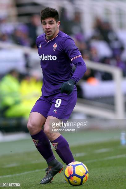 Giovanni Simeone of ACF Fiorentina in action during the serie A match between ACF Fiorentina and AC Chievo Verona at Stadio Artemio Franchi on...