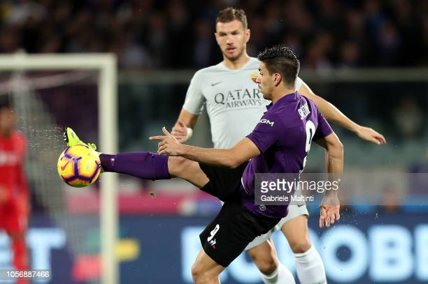 Giovanni Simeone of ACF Fiorentina kicks the ball during the Serie A match between ACF Fiorentina and AS Roma at Stadio Artemio Franchi on November 3...