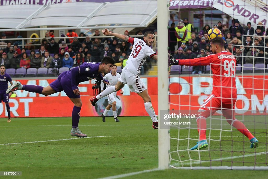 Giovanni Simeone of ACF Fiorentina scores a goal during the serie A match between ACF Fiorentina and AC Milan at Stadio Artemio Franchi on December 30, 2017 in Florence, Italy.