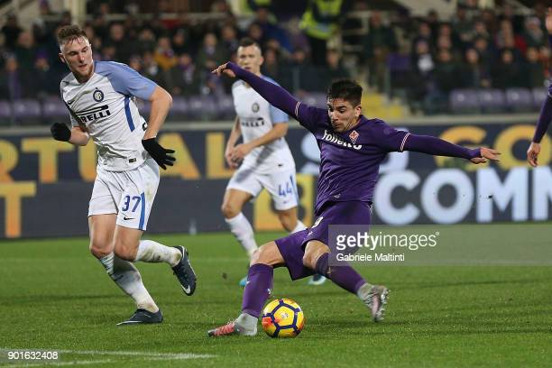 Giovanni Simeone of ACF Fiorentina scores a goal during the serie A match between ACF Fiorentina and FC Internazionale at Stadio Artemio Franchi on...