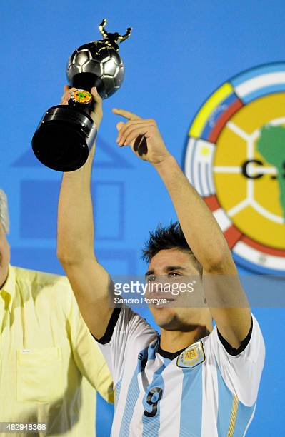 Giovanni Simeone of Argentina lifts the trophy awarded for the top goal scorer after winning the title at the end of the match between Argentina and...