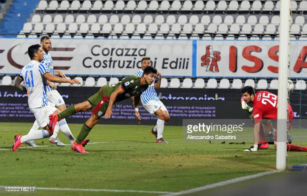 Giovanni Simeone of Cagliari Calcio scores the opening goal during the Serie A match between SPAL and Cagliari Calcio at Stadio Paolo Mazza on June...