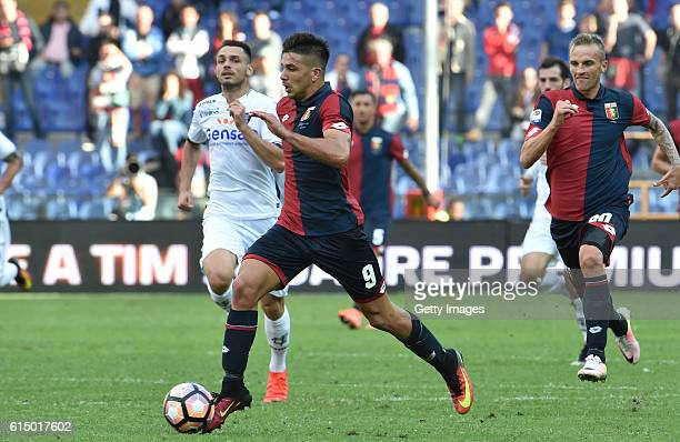 Giovanni Simeone of Genoa in action during the Serie A match between Genoa CFC and Empoli FC at Stadio Luigi Ferraris on October 16 2016 in Genoa...