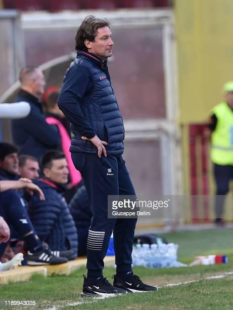 Giovanni Stroppa head coach of Crotone FC during the Serie B match between Benevento Calcio and Crotone FC at Stadio Ciro Vigorito on November 23...